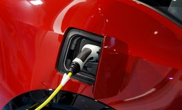 Stecker der Aufladungsbatterie des Stromkabels eines EV-Autos Elektroautosockel lizenzfreie stockfotos