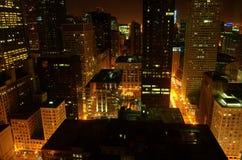 Stedelijk Chicago bij Nacht royalty-vrije stock afbeeldingen