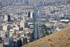 Stedelijk de horizonsatellietbeeld van de Karaj Iraans stad royalty-vrije stock fotografie
