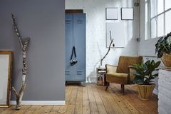 Stedelijk de zolder industriële bouw uitstekend meubilair Stock Afbeelding