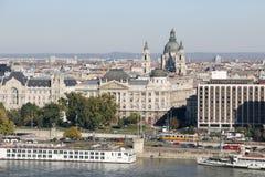 Stedelijk Landschap met Rivier Donau, Boedapest, Hongarije royalty-vrije stock afbeelding