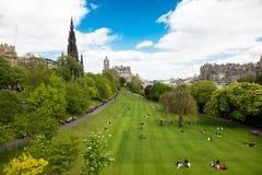 Stedelijk park in Edinburgh stock foto's