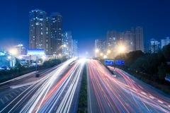 Stedelijk vervoer bij nacht Stock Foto