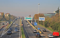 Stedelijke autosnelweg in Milaan, Italië Royalty-vrije Stock Fotografie
