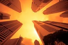 Stedelijke cityscape bij zonsondergang Royalty-vrije Stock Afbeeldingen