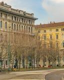Stedelijke elegante oude de stijlflatgebouwen van de dagscène royalty-vrije stock foto's
