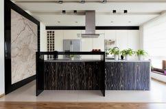 Stedelijke flat - keukenmeubilair royalty-vrije stock afbeeldingen