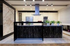 Stedelijke flat - Nieuwe keuken stock afbeeldingen