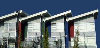 Stedelijke Flatgebouwen met koopflats stock afbeelding