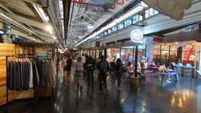 Stedelijke het voedselhof en koopwaar van Chelsea Market stock videobeelden