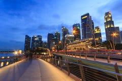 Stedelijke horizon en schemeringmening van de gebouwen in Singapore Royalty-vrije Stock Afbeeldingen