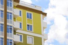 Stedelijke huis of de bouw, voorzijdepatroon Blauwe hemel Stock Foto's
