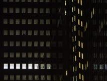 Stedelijke lichten bij nacht in Frankfurt, Duitsland Stock Fotografie