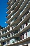 Stedelijke mening - flat of flatgebouw royalty-vrije stock afbeeldingen