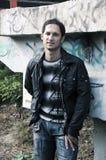 Stedelijke mens en graffiti Royalty-vrije Stock Foto's