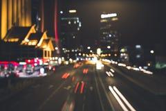Stedelijke nachtscène in de stad met heel wat lichten Stock Afbeelding