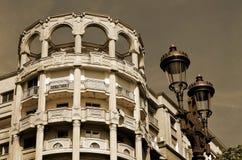 Stedelijke oude marmeren architectuur in sepia Stock Afbeelding