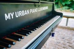 Stedelijke piano in stadspark, Luxemburg Royalty-vrije Stock Afbeelding