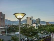 Stedelijke Scène van Medellin Colombia stock foto's