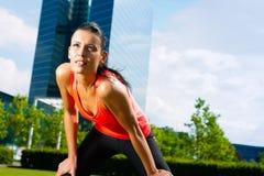 Stedelijke sporten - fitness in de stad Royalty-vrije Stock Afbeeldingen