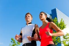 Stedelijke sporten - fitness in de stad Royalty-vrije Stock Foto's