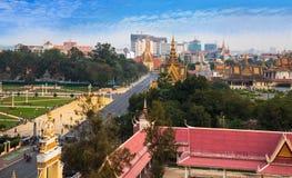 Stedelijke Stadshorizon met Royal Palace en Zilveren Pagode, Phnom-Pe Royalty-vrije Stock Foto