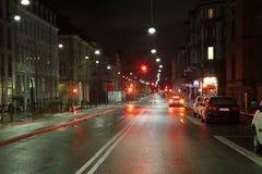 Stedelijke straat bij nacht Stock Foto