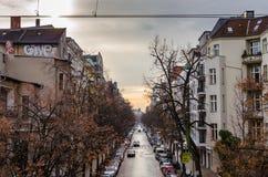 Stedelijke straat met graffiti in de herfst in Berlijn Stock Fotografie