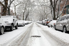 Stedelijke straat op een sneeuwdag Royalty-vrije Stock Afbeelding