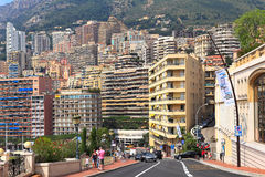 Stedelijke weg en woningbouw in Monte Carlo, Monaco. Stock Foto