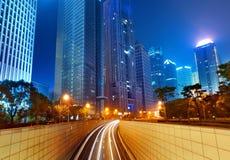 Steden van wolkenkrabbers bij nacht Stock Foto