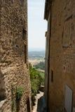 Steeg in het dorp van Gordes in de Provence, Frankrijk royalty-vrije stock afbeelding