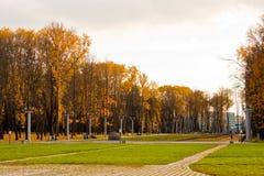 Steeg in het Overwinningspark, Minsk Stock Afbeeldingen