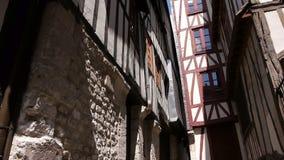 Steeg in Rouen, Normandië Frankrijk, SCHUINE STAND stock video
