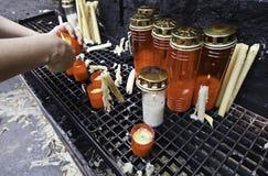 Steek de kaarsen aan Royalty-vrije Stock Foto's