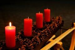 Steek de kaarsen in de komst aan royalty-vrije stock foto's