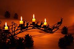 Steek de kaarsen in de komst aan royalty-vrije stock afbeelding