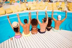 Steek uw handen op! Voeg discopartij samen Zes opgewekte vrolijke multi stock afbeeldingen