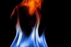 Steek vlammen op zwarte achtergrond in brand Royalty-vrije Stock Foto's