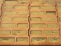 Steekproef van muur van holle bakstenen met steenwol wordt gemaakt die stock afbeelding