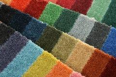 Steekproeven van kleur van tapijt het behandelen Stock Afbeeldingen