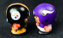 Steelers против Игрушки товарищей по команде Викингов Lil Collectible стоковое изображение