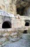 Steen gebouwde ovens in tufa rots Stock Foto