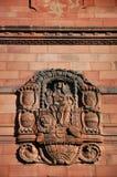 Steen het snijden op de muur van Albert Ludwig University van Freiburg, Duitsland stock fotografie