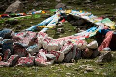 Steen met tibetian mantras Tibet sanscrit Stock Afbeeldingen