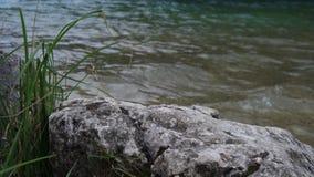 Steen op de kust van het meer, rots royalty-vrije stock afbeeldingen