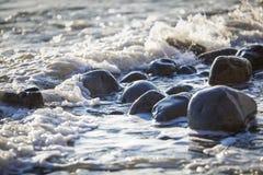 Steen op de kust van het strand Stock Afbeeldingen