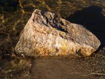 Steen in water Royalty-vrije Stock Afbeeldingen