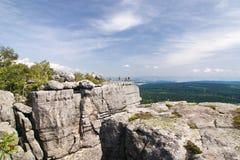 Steenachtig gezichtspunt - de zomerlandschap Stock Afbeelding