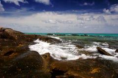 Steenachtige kust Stock Foto